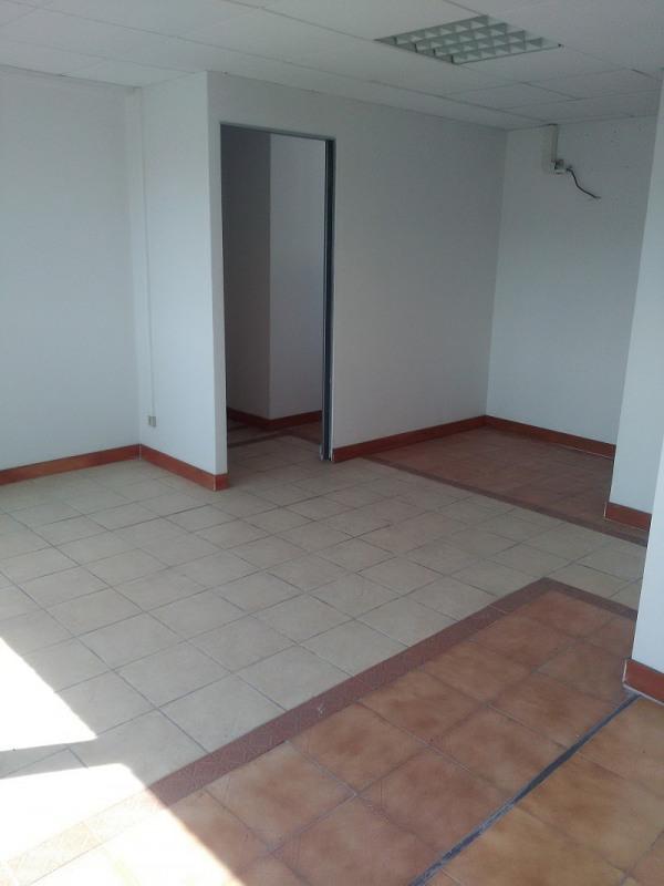 loft workshop open plan in saint laurent du var france. Black Bedroom Furniture Sets. Home Design Ideas