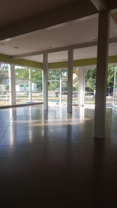 Location local commercial St pierre 650€ HT/HC - Photo 4