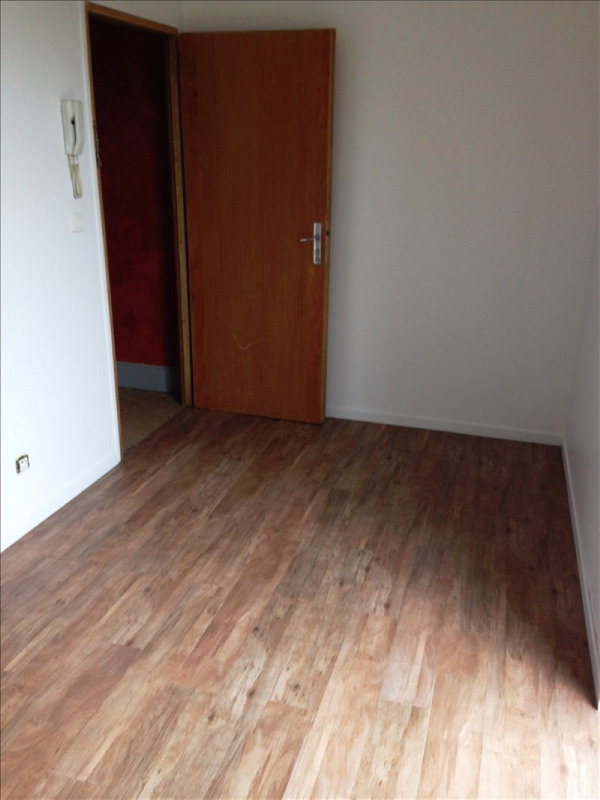 Rental apartment St quentin 395€ CC - Picture 2