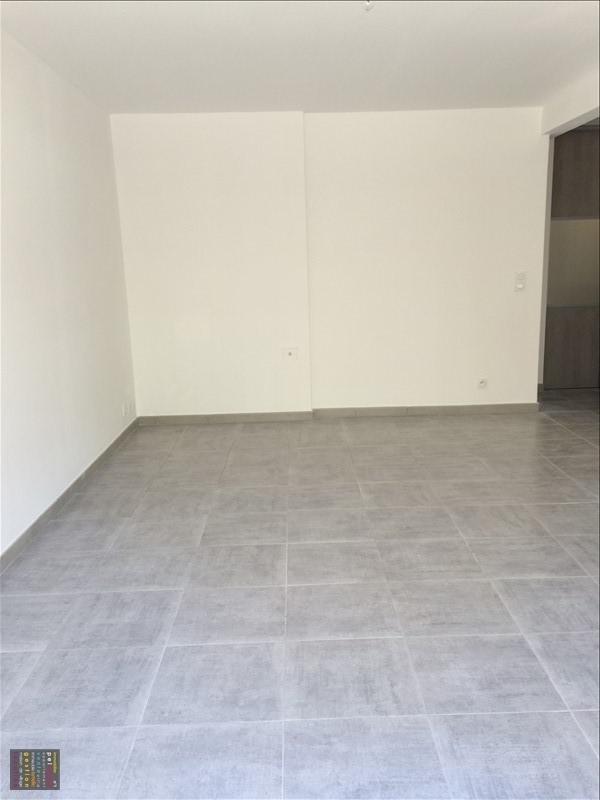 Rental apartment Salon de provence 830€ CC - Picture 2