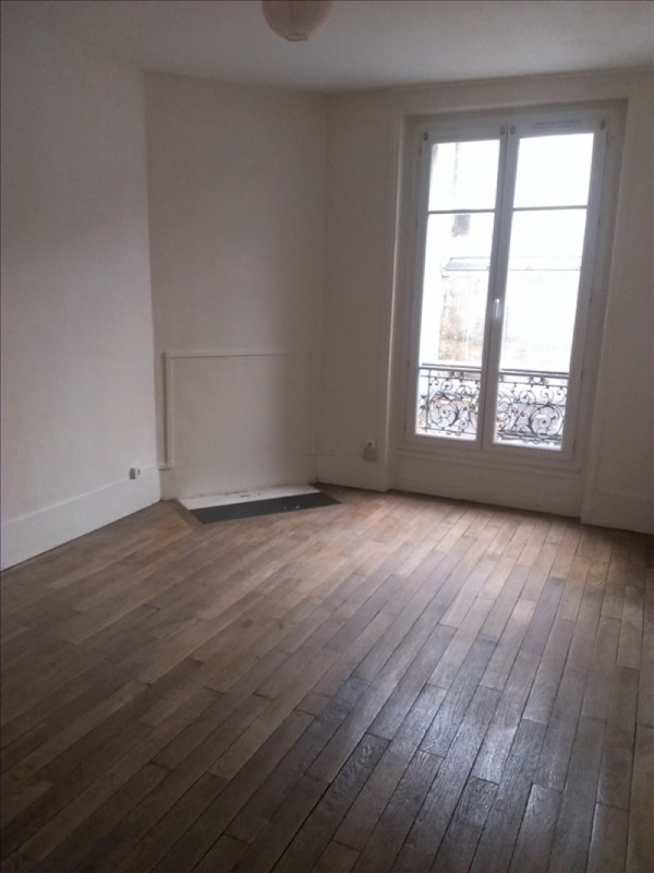 Locação apartamento Paris 18ème 880€ CC - Fotografia 3