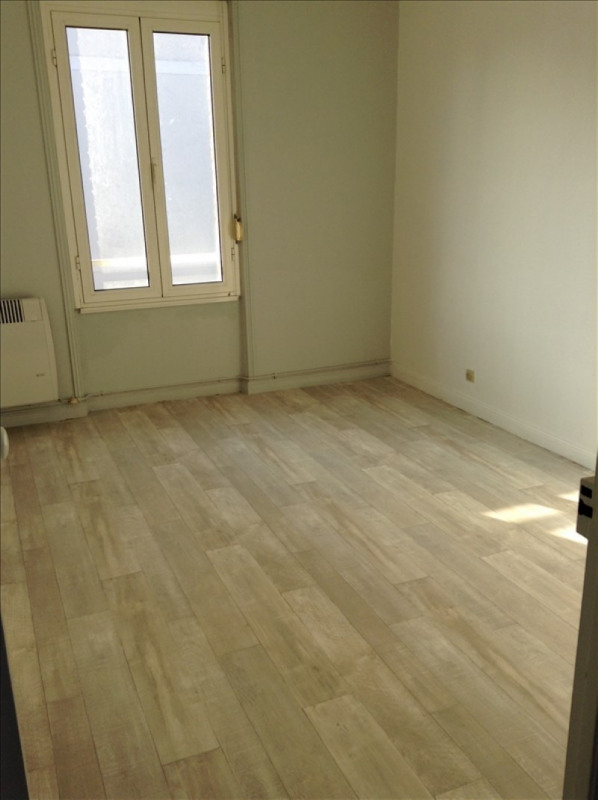 Location appartement 02100 437€ CC - Photo 1