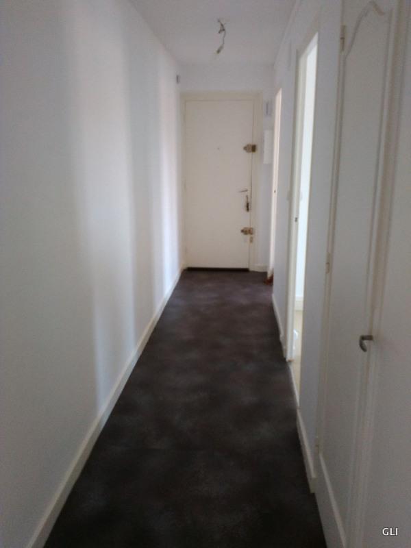 Rental apartment Villars 390€ CC - Picture 4