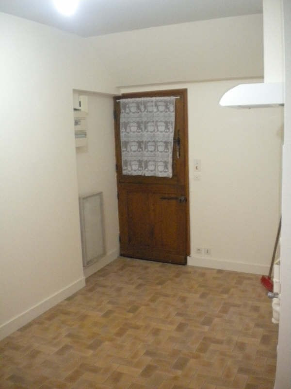 Rental apartment Vendome 302€ CC - Picture 6