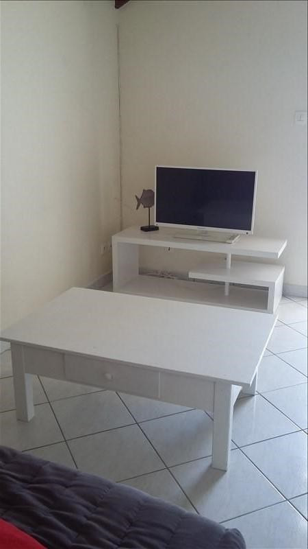 Rental apartment Ste anne 850€ CC - Picture 5