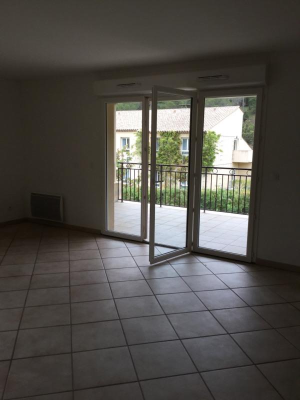 Location appartement Vauvenargues 1064€ CC - Photo 1