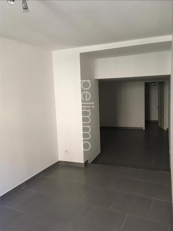 Rental apartment Grans 695€ CC - Picture 2
