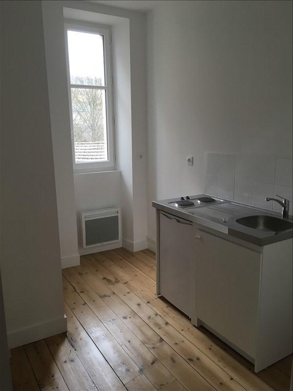 Rental apartment Poitiers 430€ CC - Picture 3