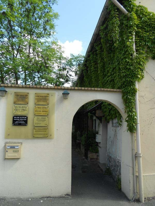 Location local commercial Coubron 390€ HT/HC - Photo 1