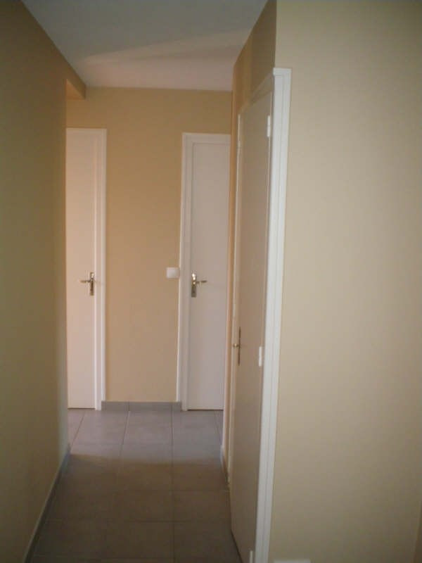 Rental apartment Cruseilles 930€ CC - Picture 2