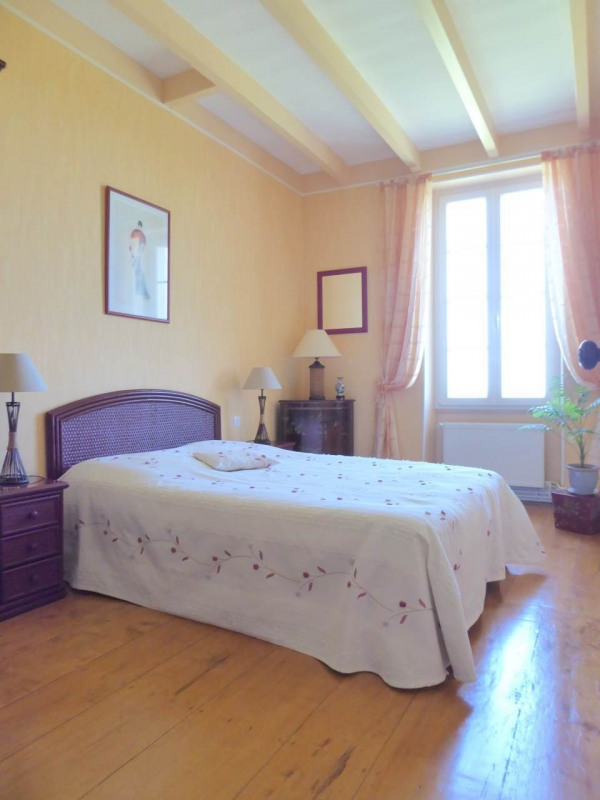Sale house / villa Jarnac-champagne 379800€ - Picture 8