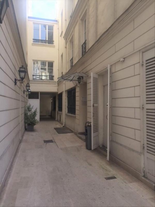 Rental apartment Paris 9ème 2750€ CC - Picture 2