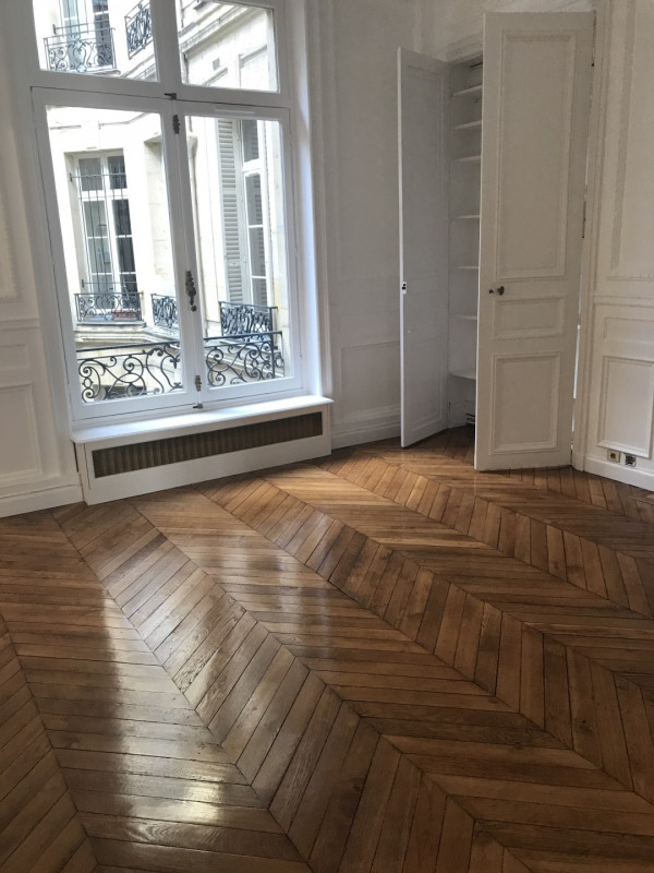 Rental apartment Paris 8ème 4 092€ CC - Picture 3
