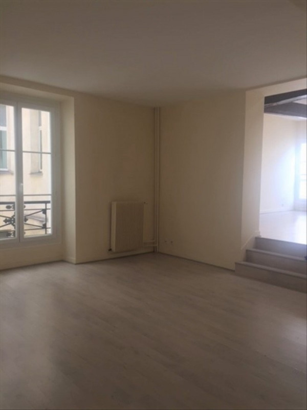 Location appartement Paris 9ème 2 750€ CC - Photo 3