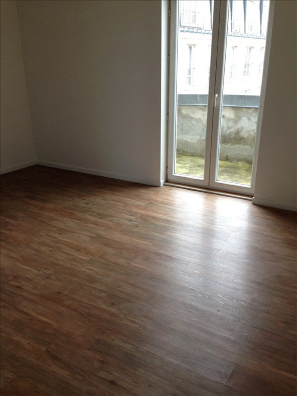 Rental apartment St quentin 395€ CC - Picture 4