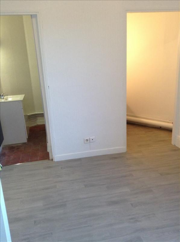Rental apartment St quentin 280€ CC - Picture 2