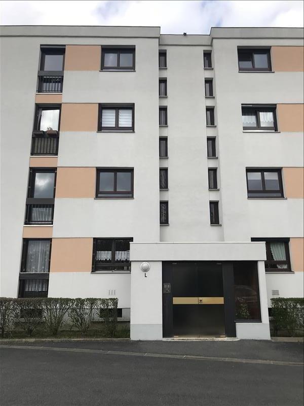 Location appartement Ste genevieve des bois 930€ CC - Photo 1