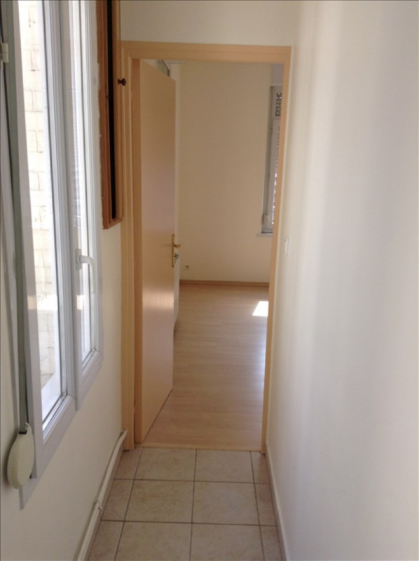 Rental apartment St quentin 380€ +CH - Picture 5