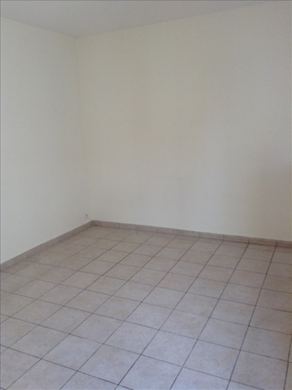 Rental apartment St quentin 380€ +CH - Picture 4