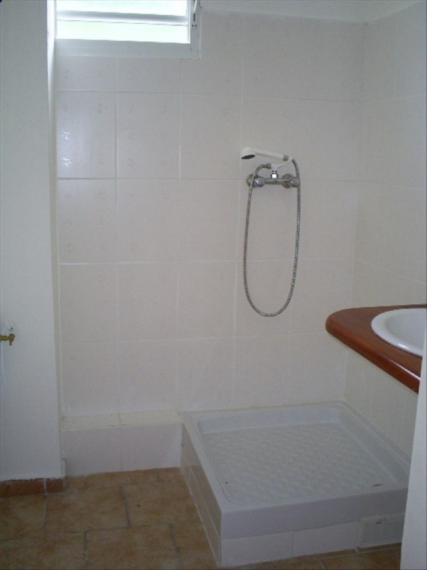 Location appartement Ste rose 730€ CC - Photo 4