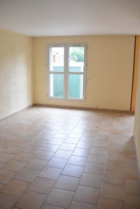 Rental apartment Courcouronnes 1 046€ CC - Picture 1