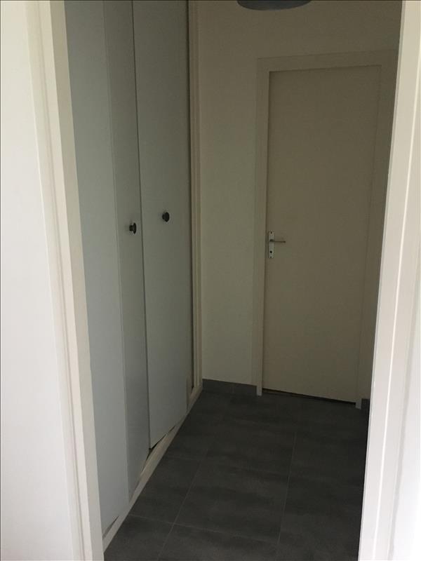 Rental apartment St quentin 565€ CC - Picture 4