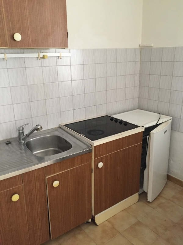 Rental apartment Nimes 335€ CC - Picture 2