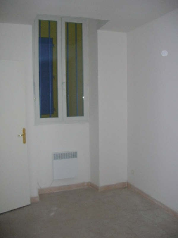 Rental apartment Nimes 330€ CC - Picture 2