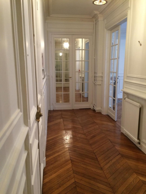 Rental apartment Paris 17ème 3 785€ CC - Picture 2