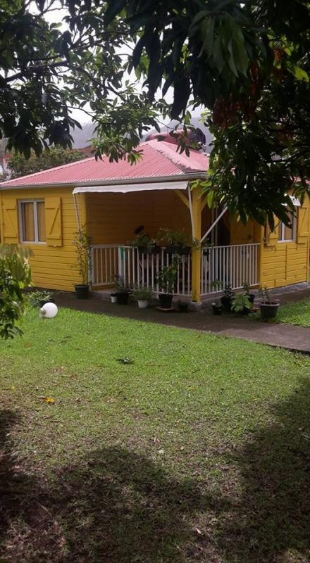 En exclusivté sur Gourbeyre 2 bungalows en bois sur 678m²
