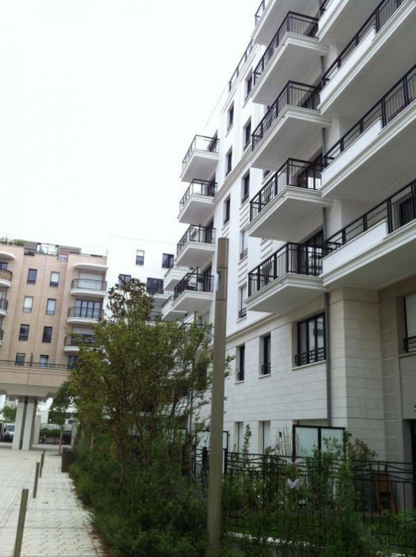 Rental apartment Suresne 2320€ CC - Picture 2