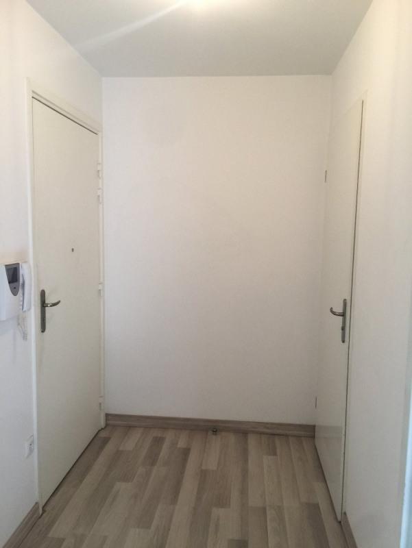 Rental apartment St denis 652€ CC - Picture 6