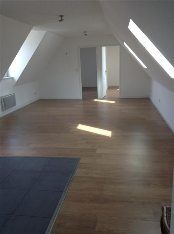 Rental apartment St quentin 595€ CC - Picture 2
