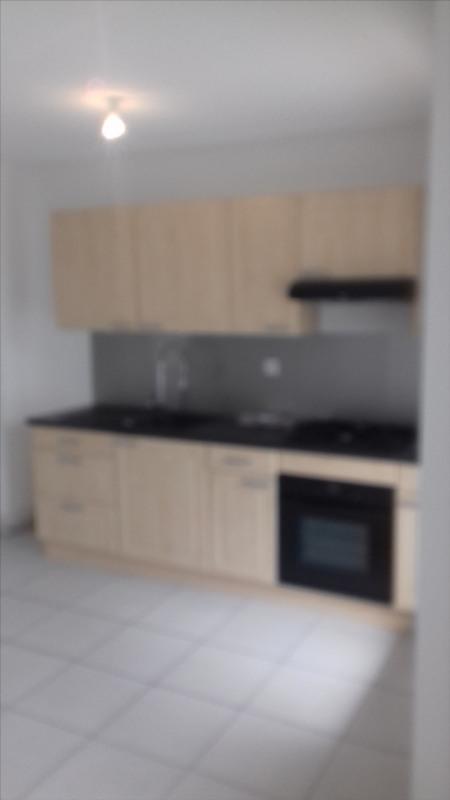 Location appartement Meyzieu 818€ CC - Photo 1