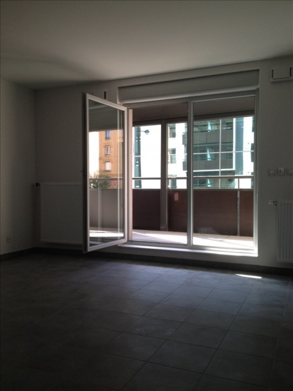 Location appartement Oullins 776€ CC - Photo 2