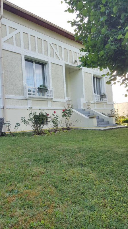 Sale house / villa Plailly 339000€ - Picture 1