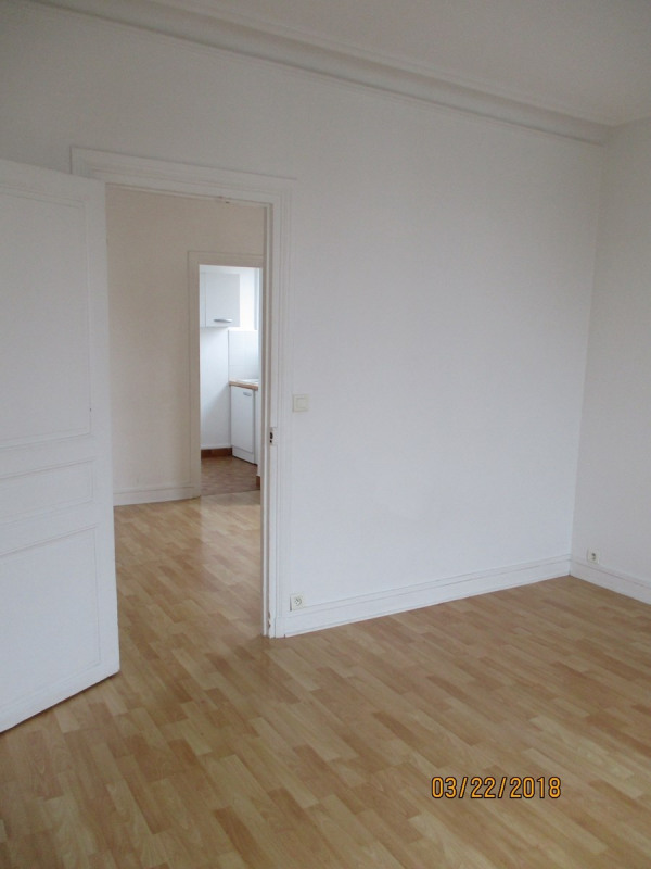 Rental apartment Courbevoie 750€ CC - Picture 3