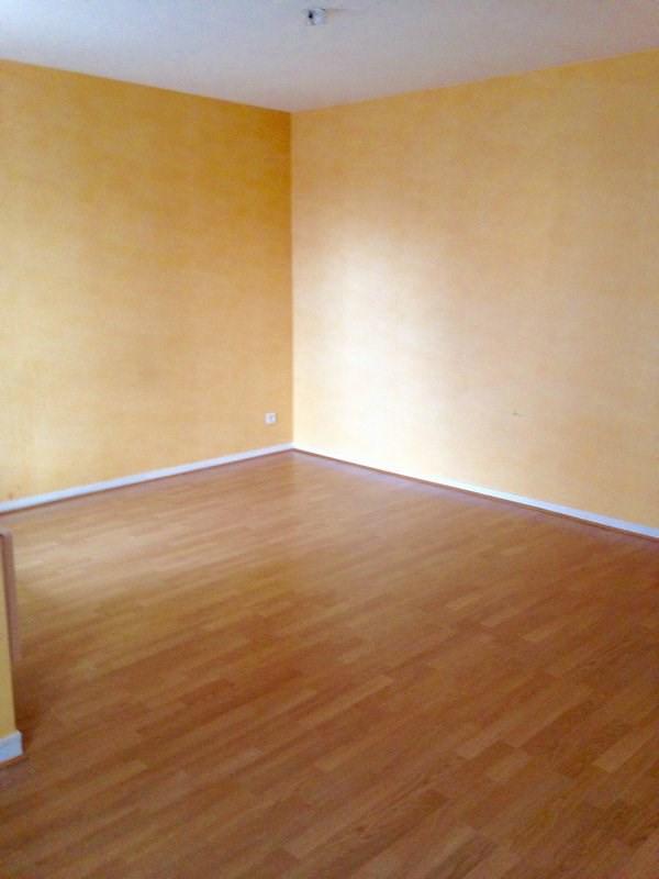 Rental apartment Montigny le bretonneux 898€ CC - Picture 1