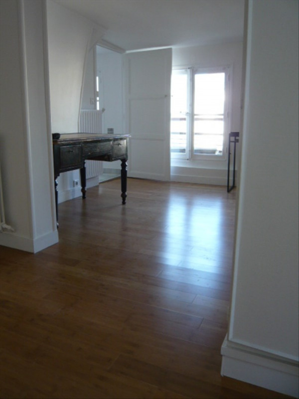 Rental apartment Paris 1er 1 316€ CC - Picture 1