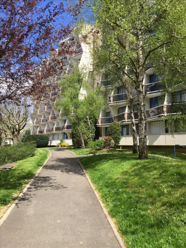 Location appartement Plaisir 725€ CC - Photo 1