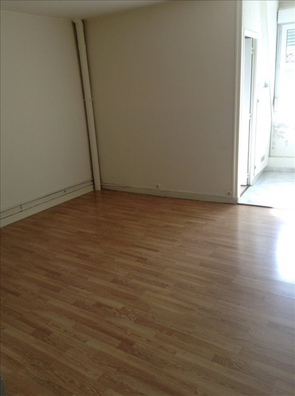 Rental apartment St quentin 405€ CC - Picture 3