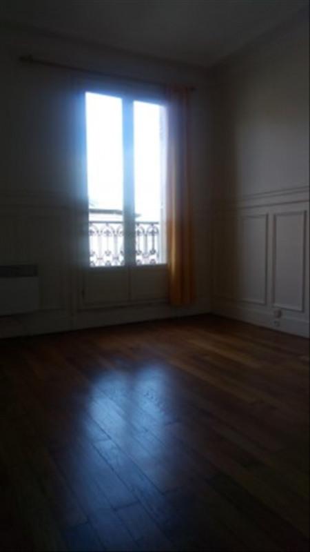 Locação apartamento Paris 18ème 990€ CC - Fotografia 2