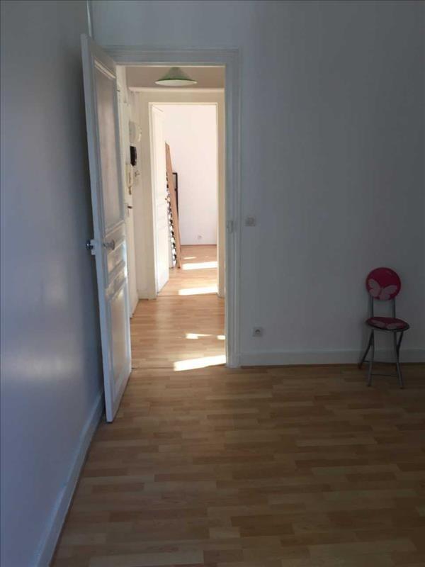 Locação apartamento Paris 18ème 1290€ CC - Fotografia 3