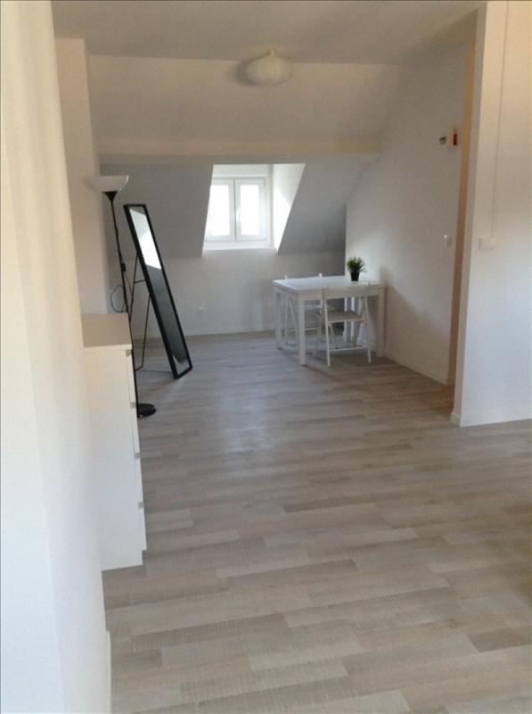Rental apartment St quentin 380€ CC - Picture 2