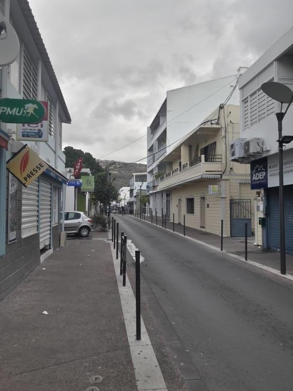 Location local commercial St paul 4000€ HT/HC - Photo 1