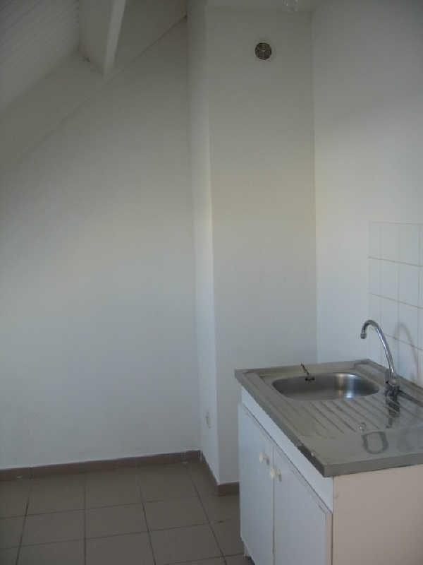 Rental apartment Ste anne 620€ CC - Picture 3