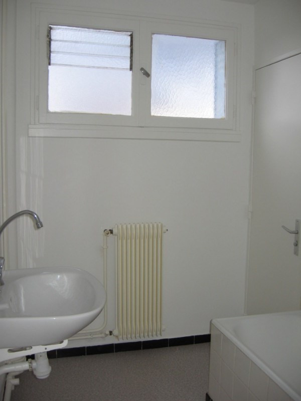 Rental apartment Saint genis laval 675€ CC - Picture 5