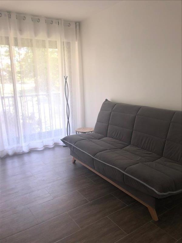Rental apartment St cloud 795€ CC - Picture 2