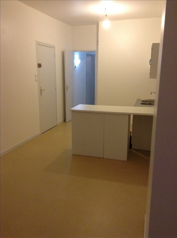 Rental apartment St quentin 456€ CC - Picture 2