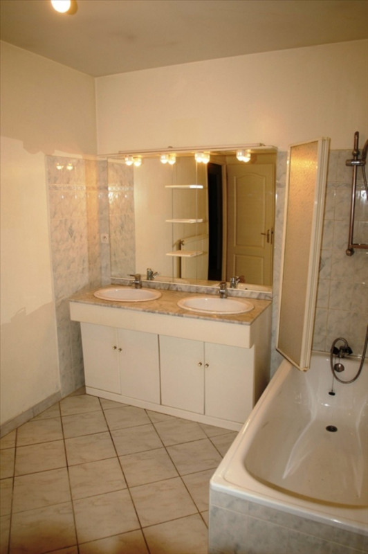 Sale house / villa Bourgoin jallieu 250000€ - Picture 10